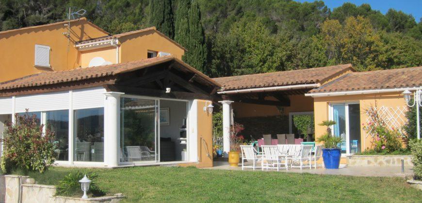 Bagnols en foret, villa contemporaine de luxe sur 7000 m²