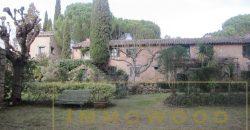 Bagnols en foret, hameau de 8 maisons à vendre