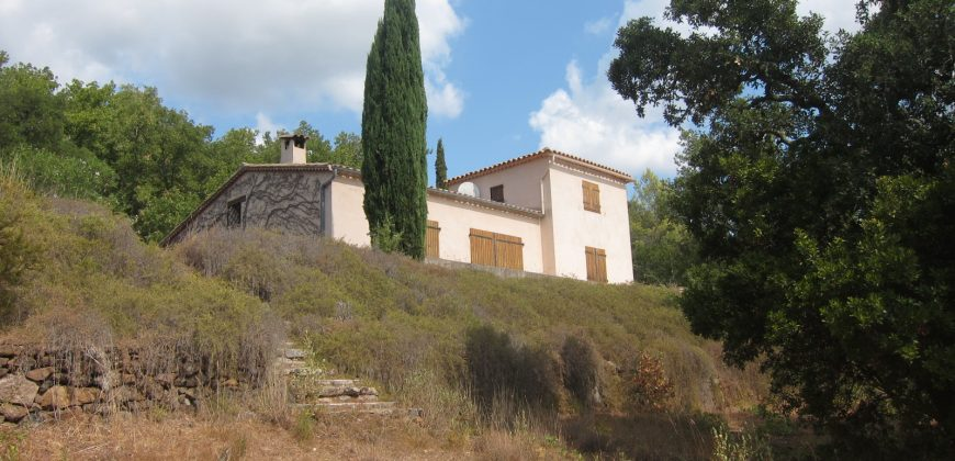 Bagnols en foret, maison sur 2 hectares