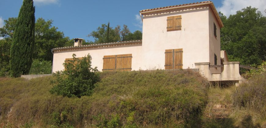 Bagnols en foret, maison sur 2 hectares.