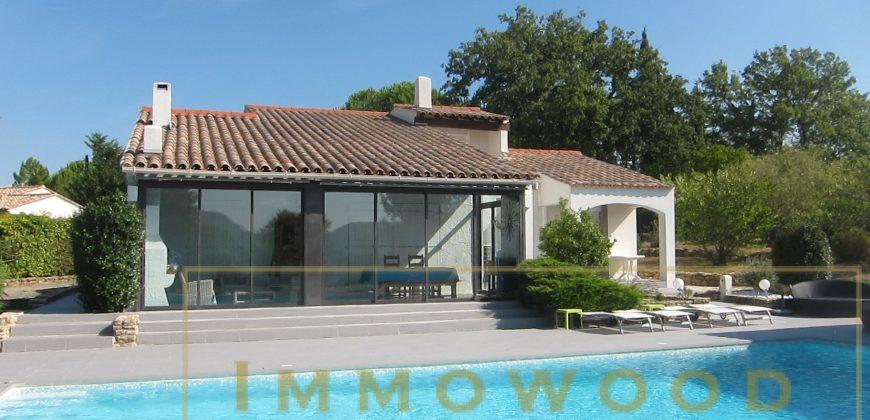 Bagnols en foret, villa avec piscine sur 3000 m² plat
